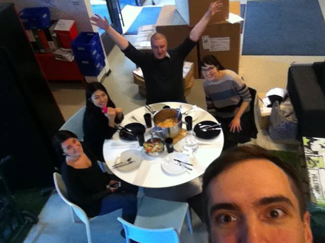 """Команда """"Online Marketing"""" за работой. Ну, почти. (Фото: Henrikas Urbonas, CloudMic)"""
